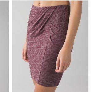 lululemon | &go where to skirt bordeaux drama (4)